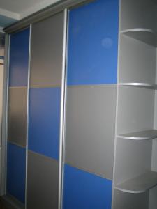 Шкаф купе крашенное стекло