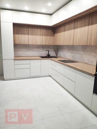 Кухня з фасадами Skin та фарбованим МДФ