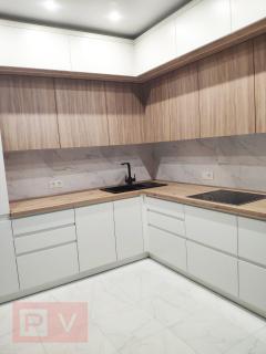 Кухня с фасадами Skin и крашеным МДФ